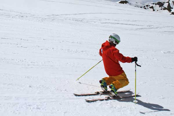 telemark skier practicing drills image of
